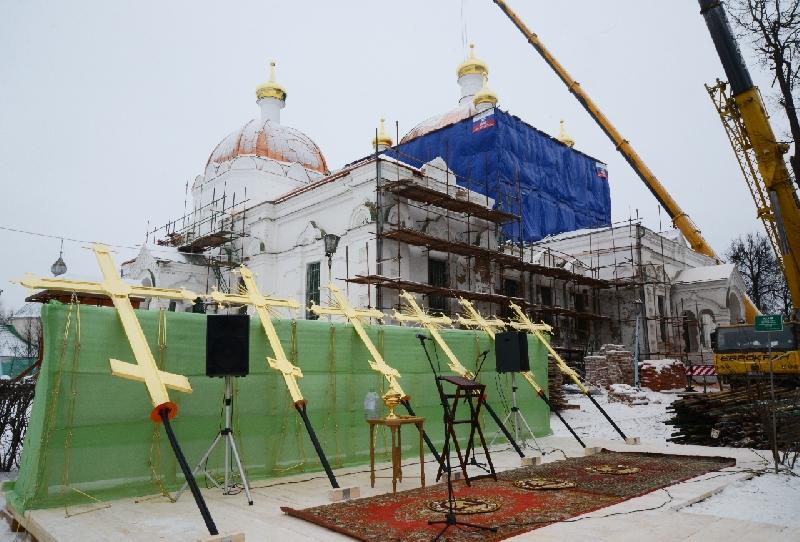 В Гагарине освятили купольные кресты собора Благовещения Пресвятой Богородицы
