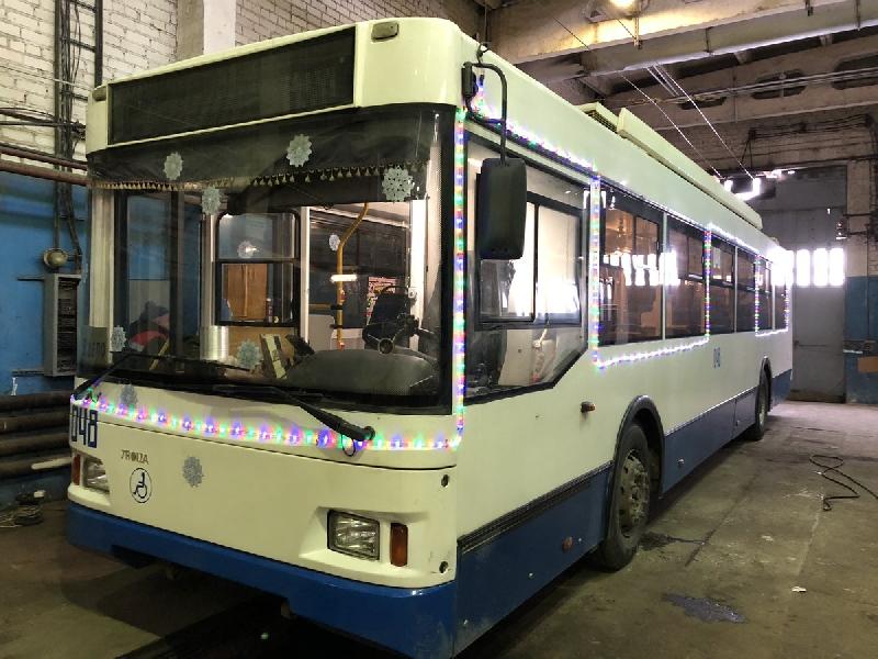 Новогодний троллейбус появился в Смоленске