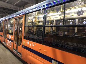 По Смоленску курсирует новогодний трамвай
