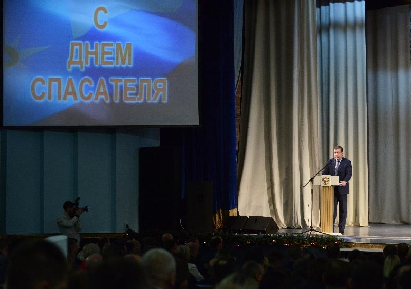 Губернатор поздравил смоленских спасателей с профессиональным праздником