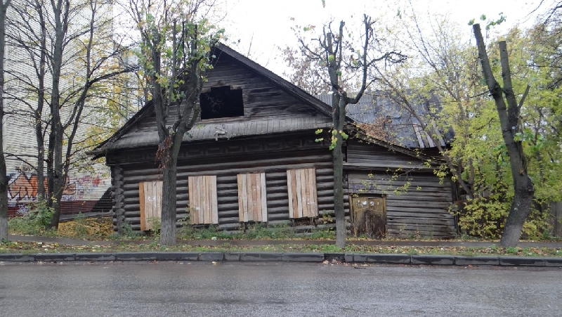 Смоляне заселились в нежилой дом и заработали уголовное дело