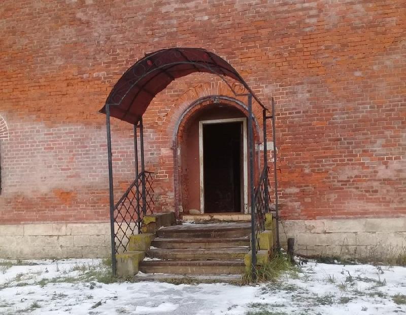 В Смоленске взломали входную дверь в одной из башен крепостной стены