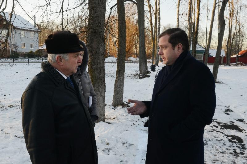 Губернатор потребовал устранить недостатки, допущенные при благоустройстве городского парка в Велиже
