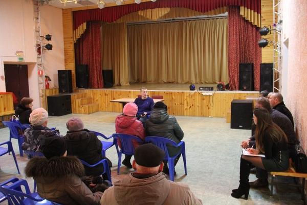 Жители смоленского поселка рассказали о своих проблемах единороссам