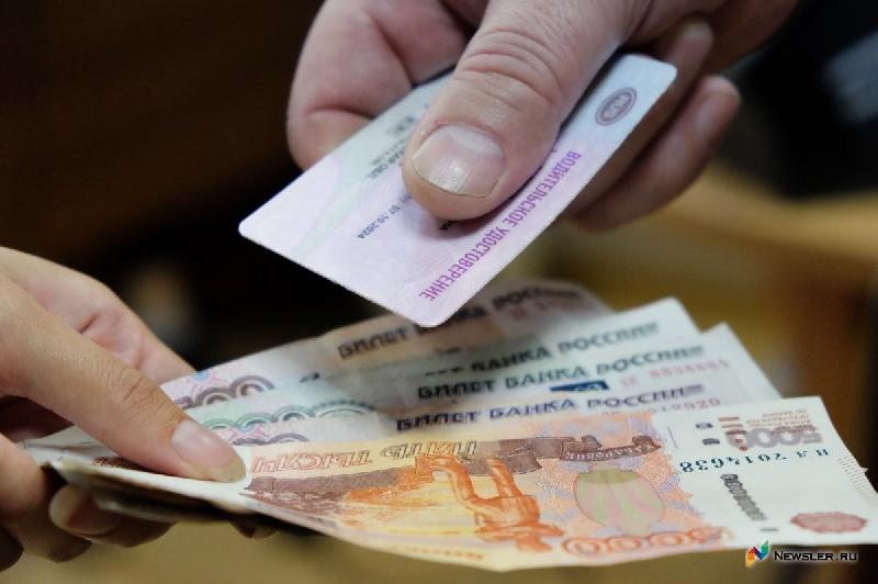 На трассе М1 в Смоленской области задержали водителя, купившего права