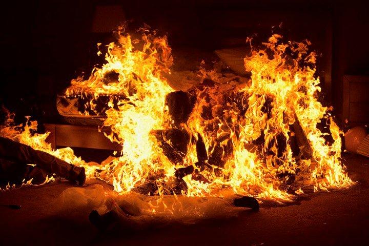 «Женщина проснулась в горящей комнате». Смолянка пострадала в утреннем пожаре