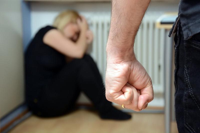 37-летняя смолянка стала жертвой молодого мужа
