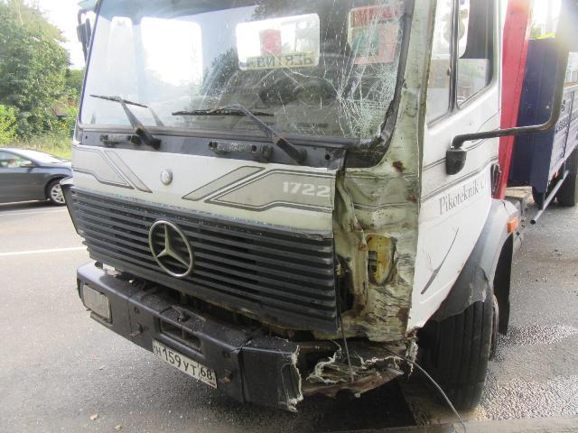 Полиция ищет грузовик, протаранивший маршрутку в Смоленске