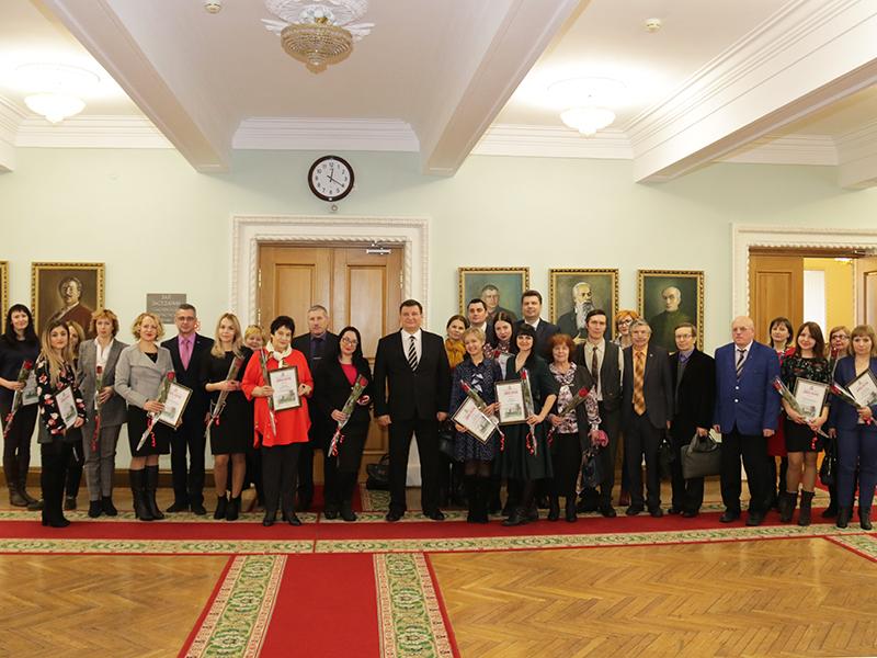 Председатель Смоленской областной думы наградил журналистов
