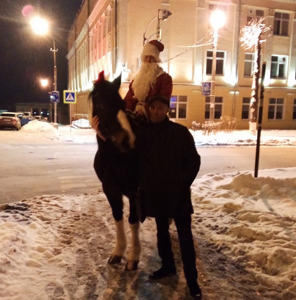 Дед Мороз в Смоленске выбрал необычный транспорт