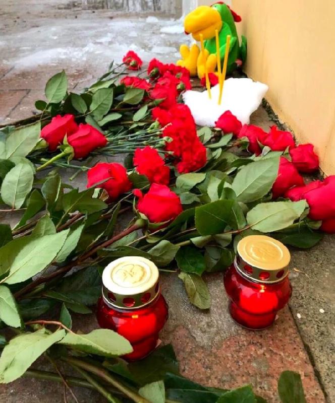 В Ярцево Смоленской области почтили память погибших в аварии под Калугой