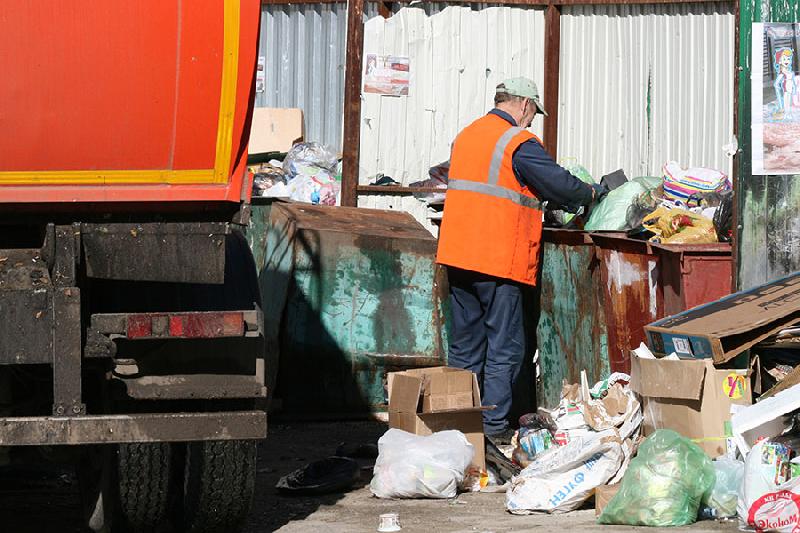 В Смоленске работает «горячая линия» по вопросам вывоза мусора
