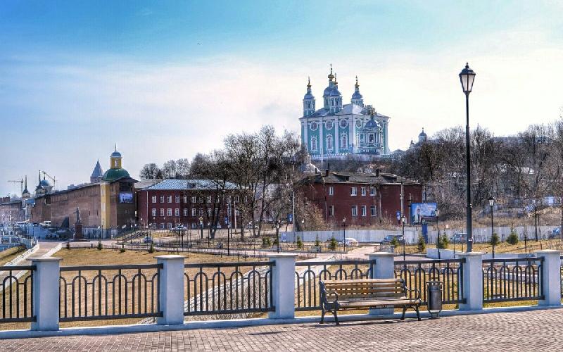 Смоленск вошел в число самых популярных городов для бюджетных путешествий на праздники