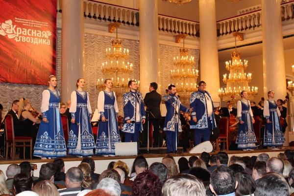 В московском доме Союзов прозвучала песня о Смоленске