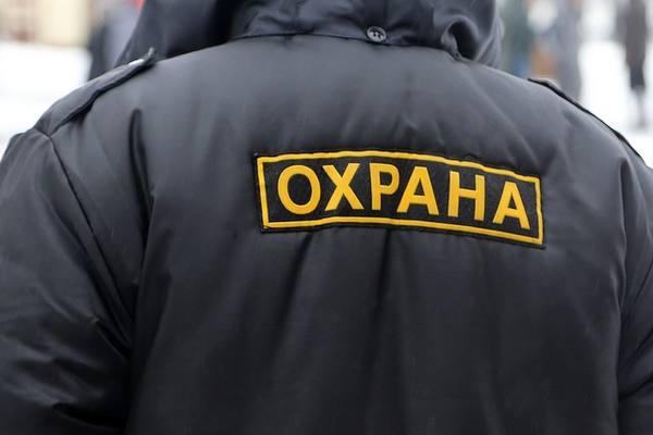 В Смоленске охранник с пистолетом напал на заместителя директора супермаркета
