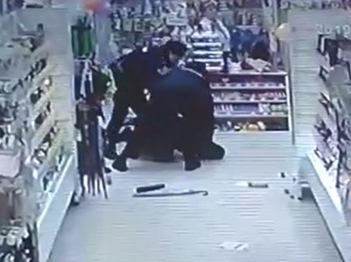 Пьяный смолянин с ножом напал на продавца в магазине косметики