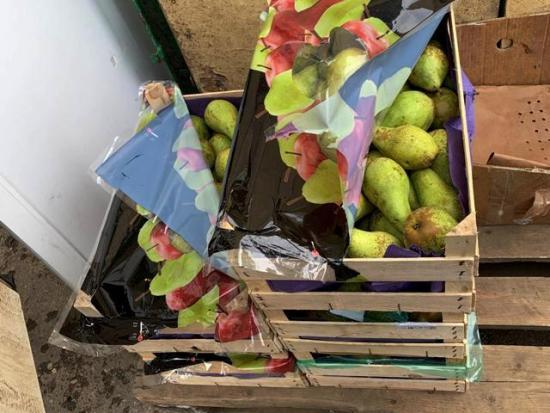 В Смоленске торговали санкционными грушами