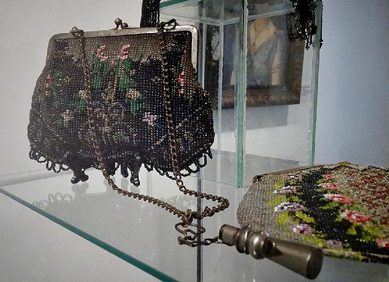 Смолян приглашают на выставку дамских сумочек