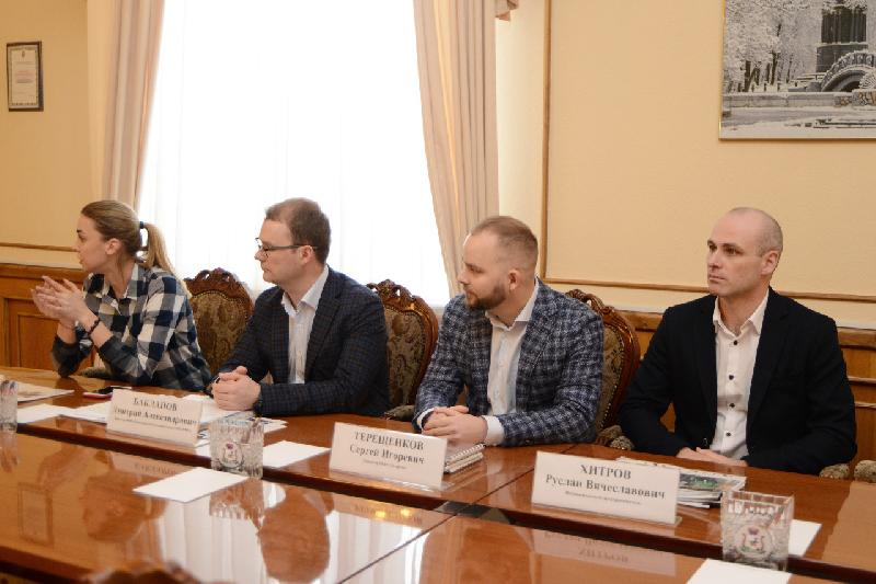 Алексей Островский провел встречу с лауреатами Национальной премии «Немалый бизнес»