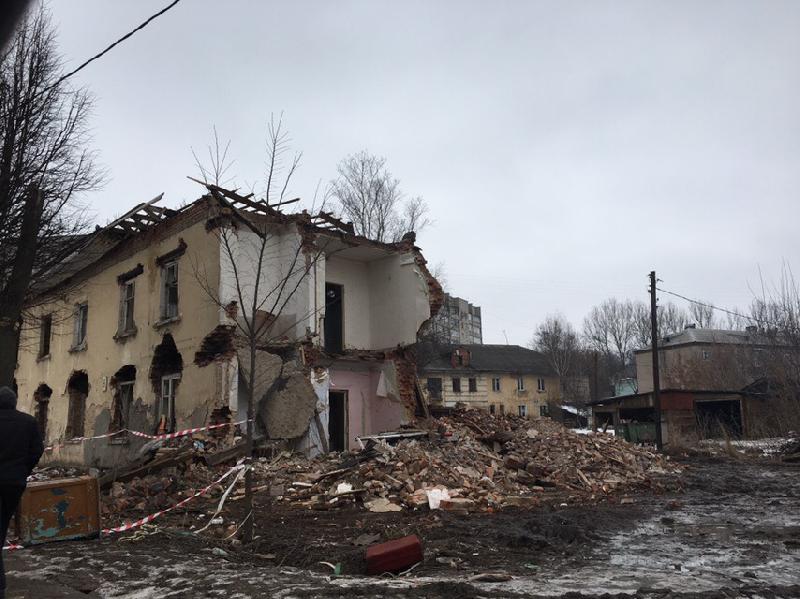 В Смоленске на ул. Седова начали сносить аварийное жилье