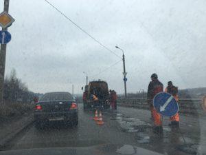 В Смоленске приступили к ямочному ремонту