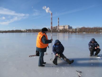 Смоленские МЧСники предупреждают о хрупкости весеннего льда