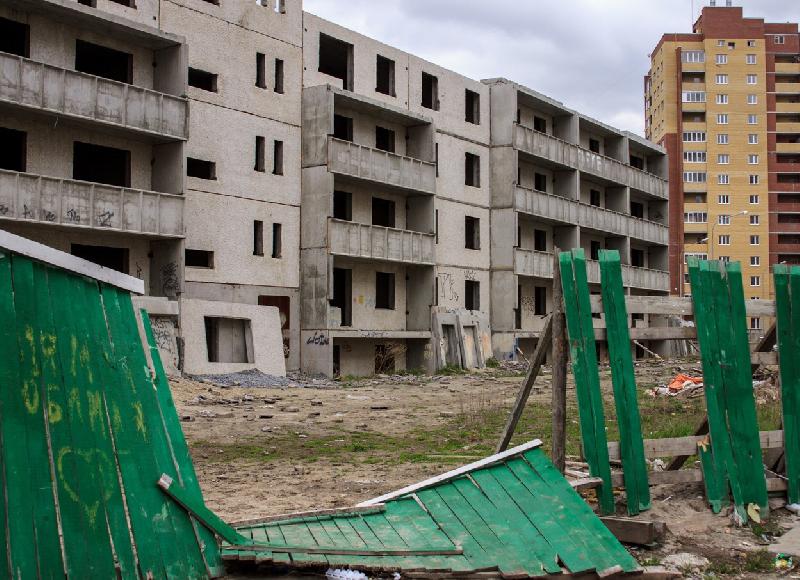 В Смоленской области директор двух строительных фирм «обул» более 40 дольщиков