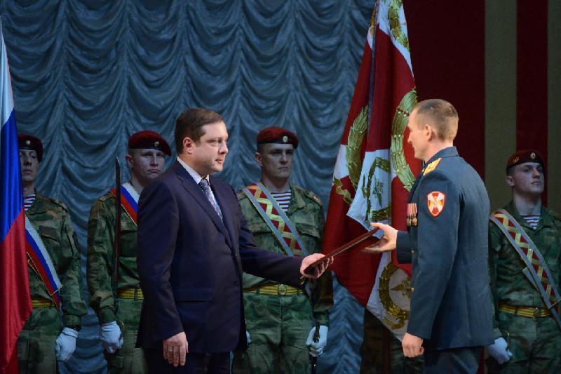 Губернатор Смоленской области поздравил военнослужащих и сотрудников войск национальной гвардии с профессиональным праздником