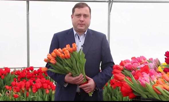 Губернатор поздравил смолянок с 8 марта