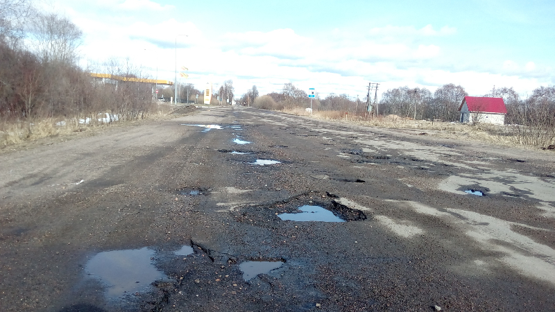 Жители райцентра Смоленской области возмущены состоянием центральных дорог