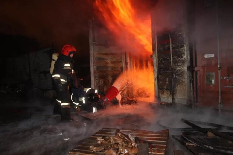 В Смоленской области загорелся склад опилок