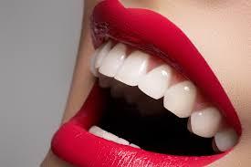 Необходимо ли пользоваться услугой отбеливания зубов