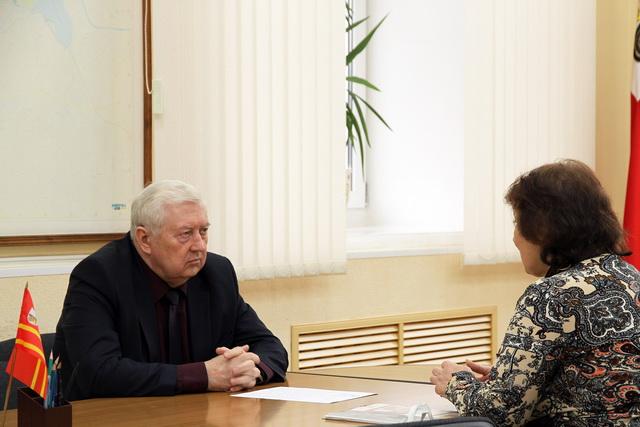 Председатель Смоленского горсовета Юрий Сынкин провел прием граждан