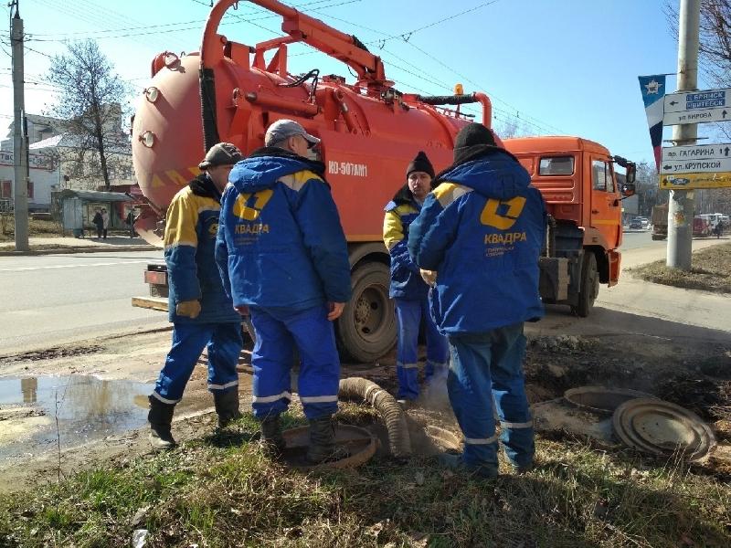 «Скоро обещают дать воду и отопление». «Квадра» завершила сварочные работы на месте повторного повреждения теплосети в Смоленске