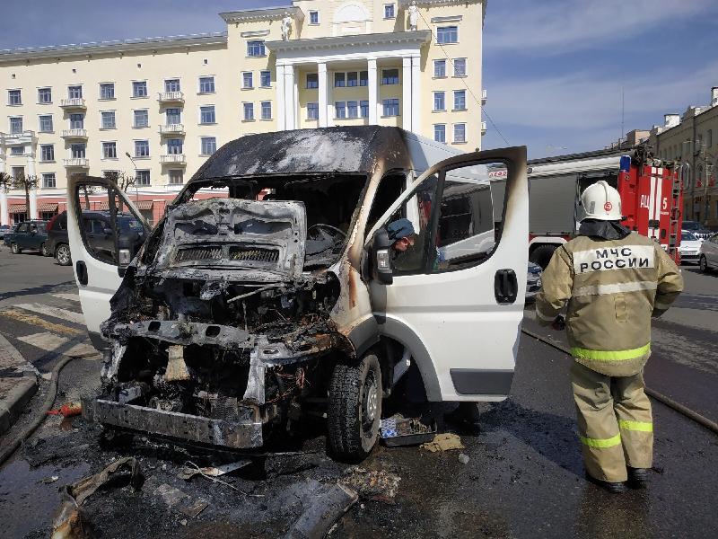 В центре Смоленска сгорела маршрутка