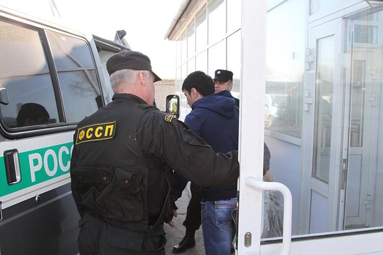 В Смоленской области гражданина Республики Киргизия принудительно отправили домой