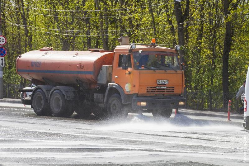 Смоленские дороги впервые помыли специальным шампунем
