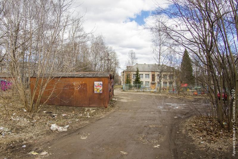 В Смоленске разберутся с незаконными гаражами возле школы
