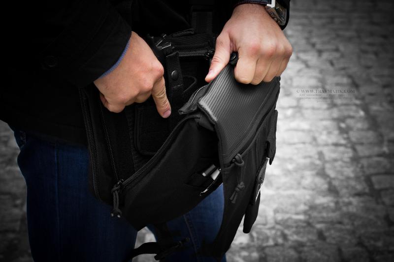 В центре Смоленска в банке задержали мужчину с оружием