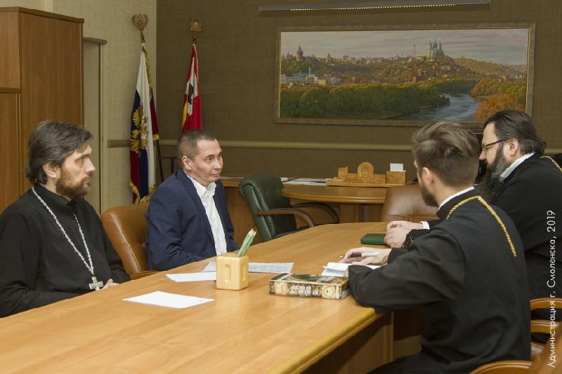 Глава Смоленска Андрей Борисов встретился с митрополитом Исидором