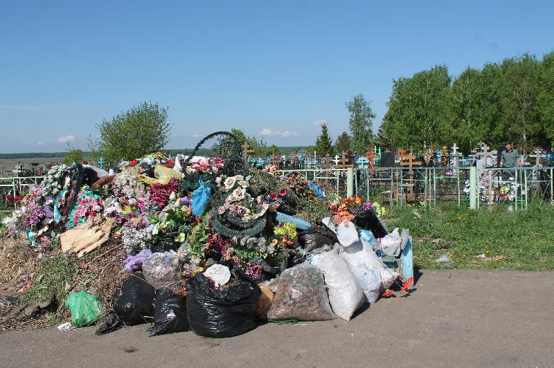 Порядком на кладбищах в Смоленской области занялась прокуратура