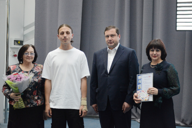 Губернатор наградил победителей смоленского этапа Всероссийского конкурса «Семья года»
