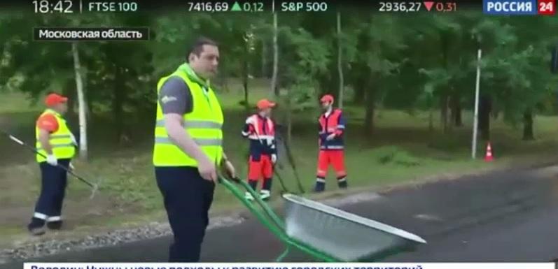 Федеральный канал показал, как губернатор Смоленской области укладывает асфальт