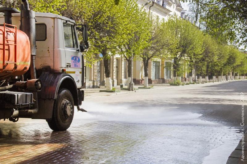 Уборку Смоленска осложняют машины и погода