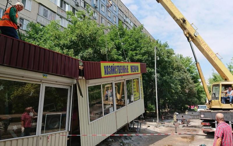 «Гаражи, ларьки, автоматы». В Смоленске выявили более десятка незаконных конструкций