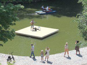 Смоленские музыканты впервые опробовали плавучую сцену