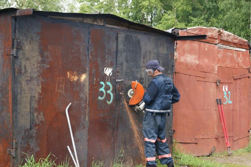 В Смоленске снесут незаконные гаражи и ремонтную будку