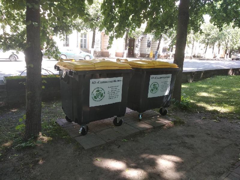 В Смоленске меняют мусорные контейнеры