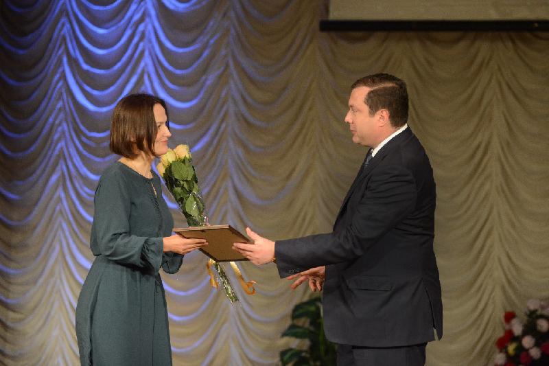 Губернатор наградил членов смоленского профсоюза работников здравоохранения
