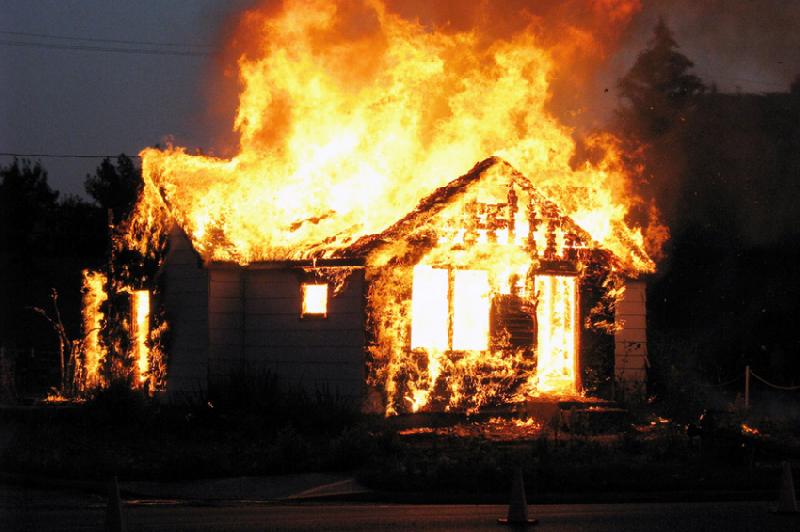 В Смоленске загорелся жилой дом